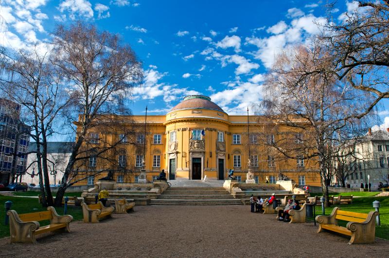 Déri Múzeum.800